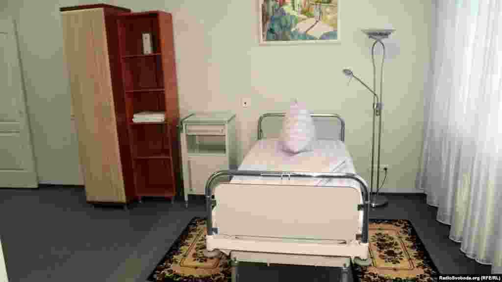 Палата: вид на ліжко (фото Олександра Овчинникова)