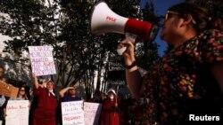 Протесты женщин в Алабаме против закона об абортах, 14 мая 2019 года.