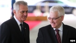 Президенти Сербії й Хорватії Томислав Николич (ліворуч) та Іво Йосипович, Белград, 16 жовтня 2013 року