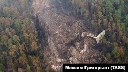Обломки самолета Ил-76 на месте крушения