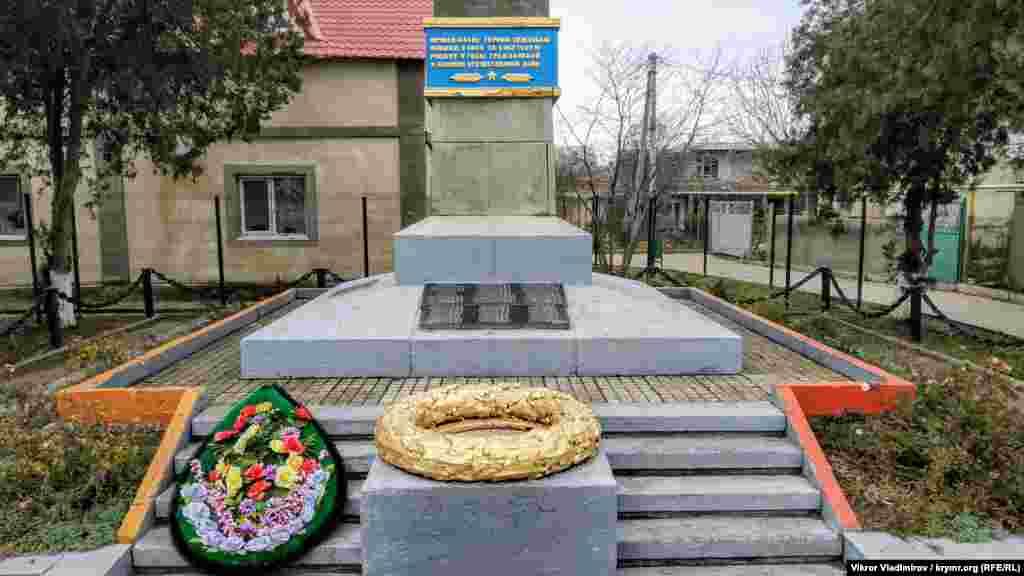 Памятник героям-землякам, павшим в боях за родину в годы гражданской и Второй мировой войны