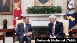 Сергей Лавров и Дональд Трамп во время встречи в Вашингтоне 10 мая 2017 года.