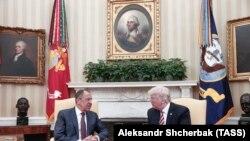 Сергей Лавров и Дональд Трамп во время встречи в Вашингтоне 10 мая 2017 года