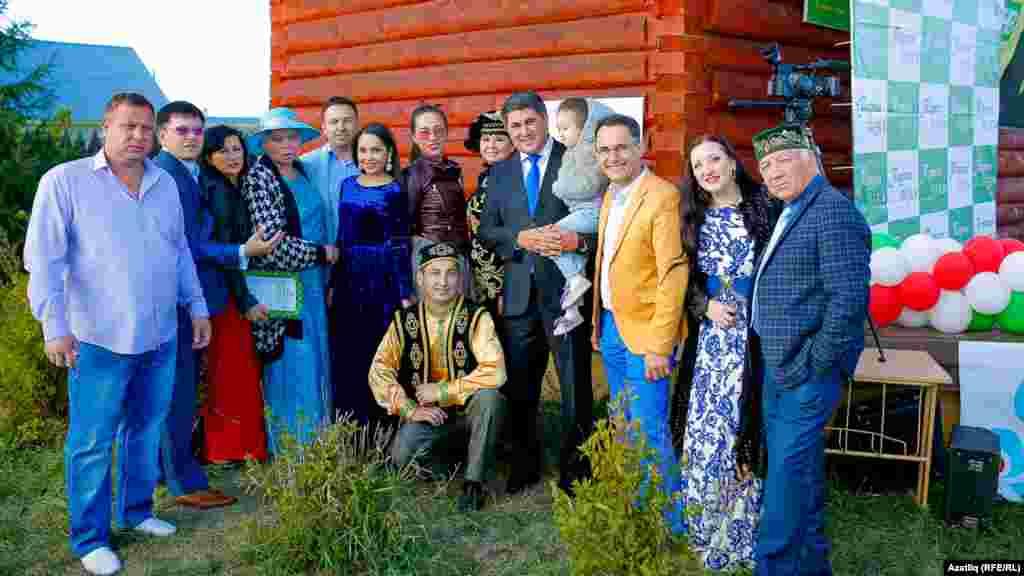 Хәйрия фестивалендә катнашучы җырчы-артистлар, музыкантлар