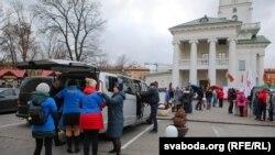 Пачатак мітынгу блогераў на Плошчы Свабоды ў Менску