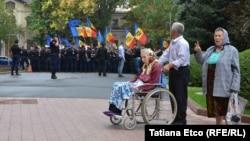 Marș de protest al pensionarilor moldoveni împotriva Legislativului de la Chișinău