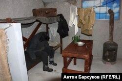 Обстановка барака где жили заключенные Особого лагерного пункта № 4 Сиблага