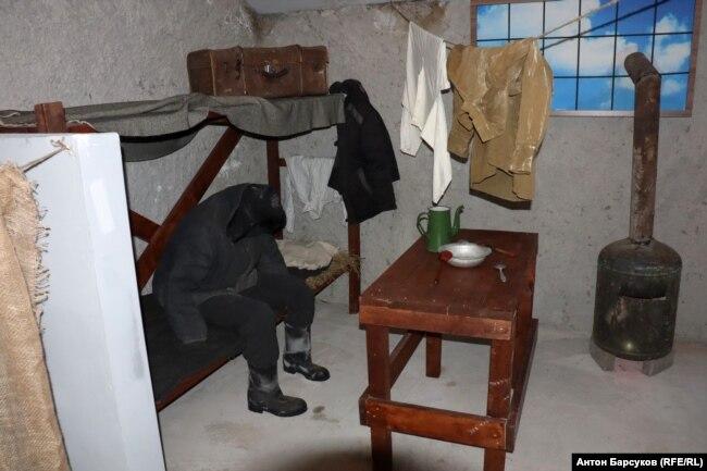 Обстановка барака, где жили заключенные Особого лагерного пункта №4 Сиблага