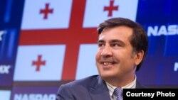 Saakaşvilinin ən yaxşı seçimi hakimiyyəti konstitusion yolla özündən başqa kiməsə təhvil vermək olardı