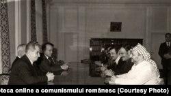 Convorbiri dintre Nicolae Ceauşescu şi delegaţia condusă de Yasser Arafat, preşedintele Comitetului Executiv al Organizaţiei pentru Eliberarea Palestinei. (6 decembrie 1976). Sursa Fototeca online a comunismului românesc; cota: 343/1976