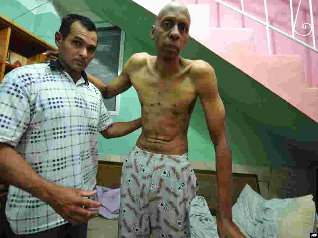 Куба, Гавана: кубінскі апазыцыянэр Гуэлерма Фарынас пасьля двух тыдняў галадоўкі, якую ён маецца трымаць да сьмерці, калі прэзыдэнт Рауль Кастра ня выпусьціць 26 дужа хворых палітычных вязьняў.