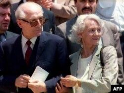 Эрых Гонэкер з жонкай у Сант'яга, 1993