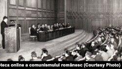 Ceauşescu vorbind la consfătuirea cu cadrele de securitate, miliţie şi justiţie. (9 aprilie 1970) Sursa: Fototeca online a comunismului românesc; cota:13/1970