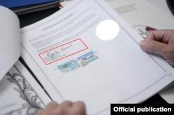 Еще на одном документе можно рассмотреть подпись адвоката из Белиза.