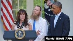 Президент Обама встречается с родителями сержанта Боу Бергдала, освобожденного в Афганистане. Май 2014 года