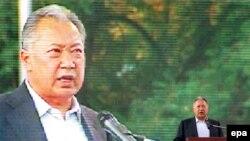 Курманбек Бакиев выступает в Бишкеке 23 июля