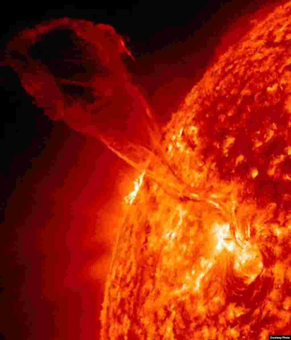 Ақпан айының басында магнит өрісі күшейіп, Күн бетінде айдаһардың құйрығына ұқсас құйын пайда болды. НАСА обсерваториясының суреті.