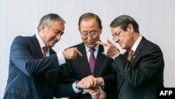 Mustafa Akinci, Ban Ki-Moon i Nikos Anastasis na pregovorima u Švajcarskoj