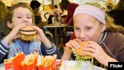 Mladi biraju brzu umjesto zdrave hrane