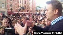 Алексей Навальный оппозиция шеруінде. Мәскеу, 24 мамыр 2012 жыл.