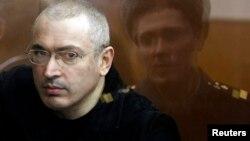 Михаил Ходорковский в московском суде, апрель 2010 года