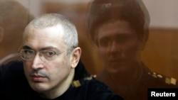 ЮКОС нефт ширкатининг собиқ раҳбари Михаил Ходорковский.