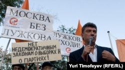 Boris Nemtsov addressing an anti-Luzhkov rally in Moscow last month.