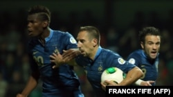 Матч между футбольными командами Франции и Беларуси.