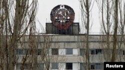 Stema URSS în oraşul-fantomă Pripiati, în apropiere de Cernobîl.