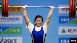 Гояң қаласында (Оңтүстік Корея) өткен әлем чемпионатында алтын медаль алған ауыр атлет Мая Манеза. 25 қараша 2009 жыл.
