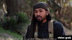Нейл Пракаш ИМ-нің үгіт-насихат видеоларының бірінде.