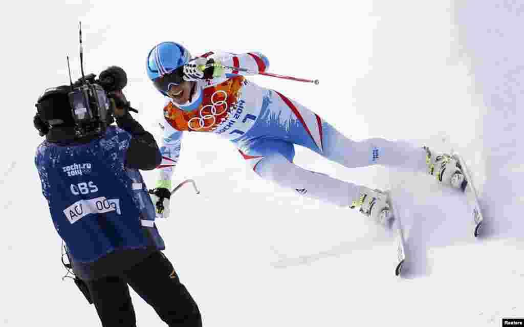 Австрієць Маттіас Маєр ледь не в'їхав у телеоператора після гірськолижного швидкісного спуску – ці змагання принесли йому золото