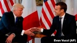 Președintele Donald Trump, cu omologul său francez Emmanuel Macron la Bruxelles în mai 2017