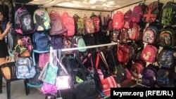 Шкільні рюкзаки на ярмарку в Сімферополі