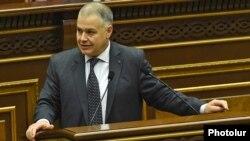 Armenia - Justice Minister Davit Harutiunian speaks in the parliament in Yerevan, 6 December 2017.