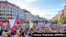Andrej Babiš-in istefasını tələb edirlər