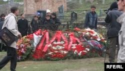 М.Садыркуловдун сөөгү Байтик айылынын жанындагы мүрзөгө коюлду.12-апрель, 2009-жыл.
