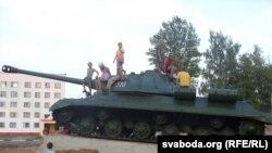 Помнік-танк «Іосіф Сталін» (ІС-3) у Клімавічах