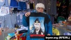 Cевастополь. Торговля сувенирами на Историческом бульваре.