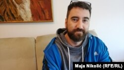 """Jedan od Delićevih stripova koji je privukao veliku pažnju javnosti je """"Prešli smo"""", koji je uradio zajedno sa kolegom novinarom, Samirom Karićem, a koji govori o genocidu u Srebrenici"""