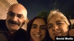 ارس امیری به همراه پدر و مادرش
