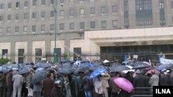 کارگران روز یکشنبه در برابر مجلس.