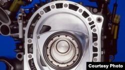 Роторный двигатель Ванкеля, установленный на Mazda RX8