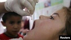 التقليح ضد مرض شلل الاطفال