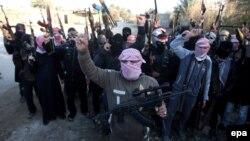 Куралданган беткапчан сунниттер Фаллужа шаарында, 7-январь, 2014-жыл