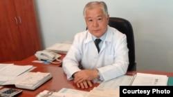Жамбыл облыстық онкология диспансерінің бас дәрігері Қуандық Егембердиев. Тараз, 4 қазан 2012 жыл.