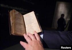 14, 2 milyon dollara satılan dini nəğmələr kitabı, Sotheby's Hərracı, New York