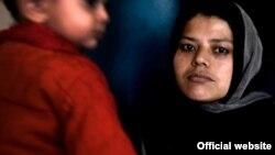 Şərti adı Gulnaz olan əfqan qadın indi hökumətin gizli sığınacağında qızı ilə birgə yaşayır. 12 dekabr 2011