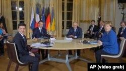 De la stânga la dreapta: Volodimir Zelenski, Emmanuel Macron, Vladimir Putin și Angela Merkel, la reuniunea de la Paris. 9 decembrie 2019