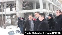 """Владини претставници го промовираат проектот """"Купи куќа, купи стан"""" во Скопје."""